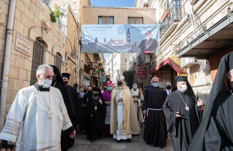 Processione per Gerusalemme del nuovo Patriarca