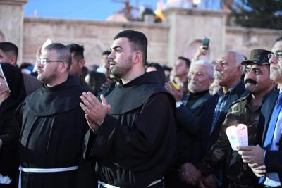 Frati durante il viaggio di Papa Francesco in Iraq